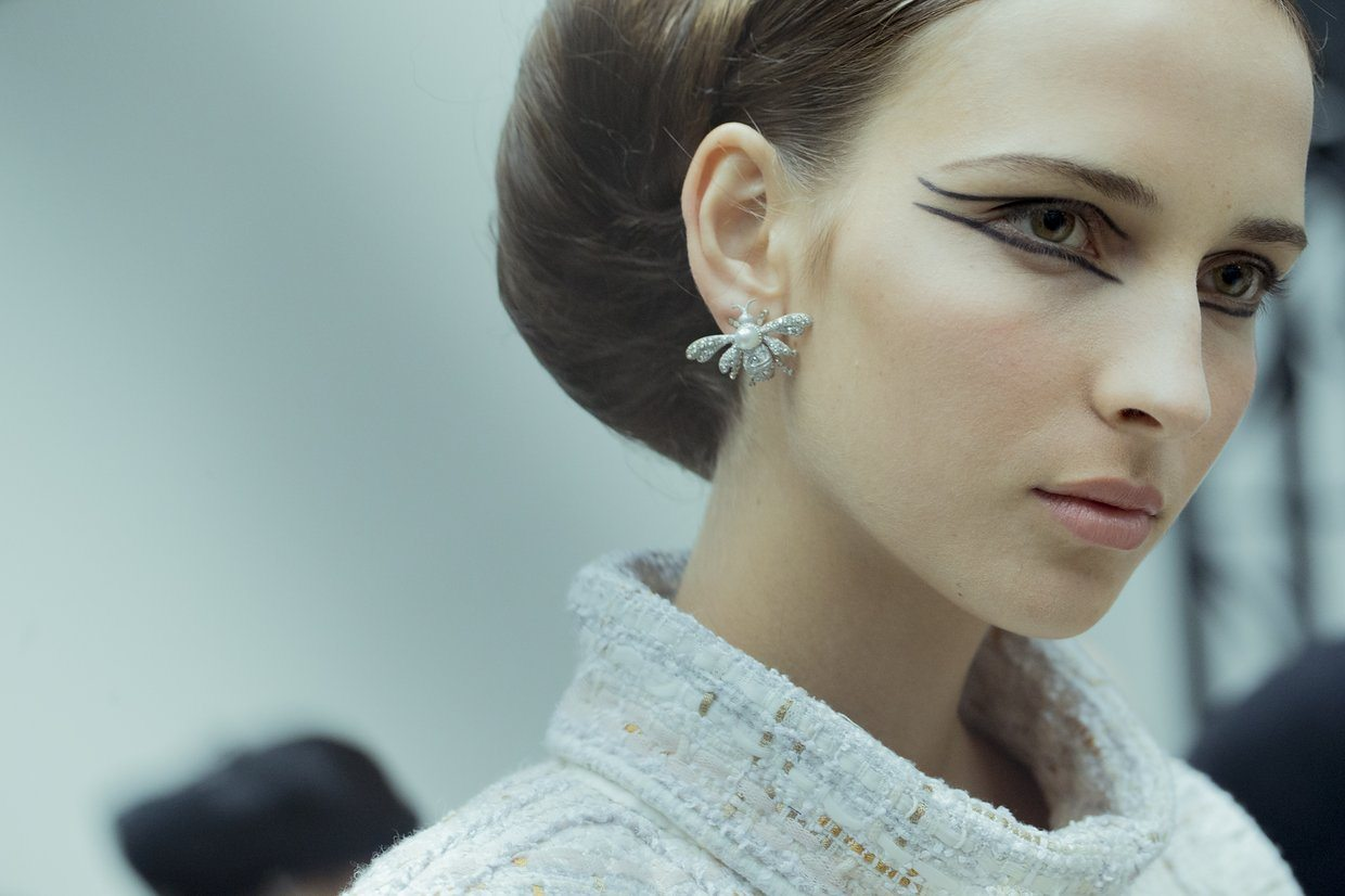 chanel-spring-2016-couture-backstage-kevin-tachman-03