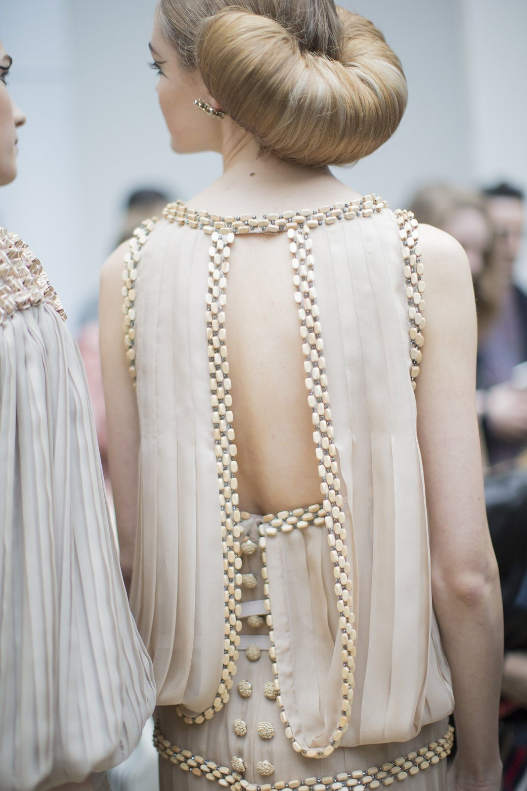 chanel-spring-2016-couture-backstage-kevin-tachman-06