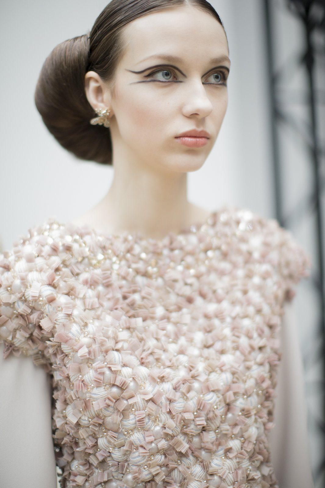 chanel-spring-2016-couture-backstage-kevin-tachman-07
