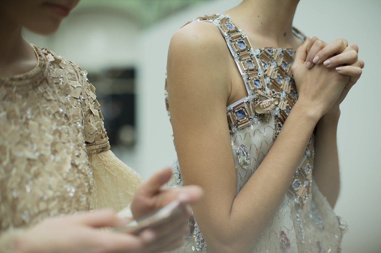chanel-spring-2016-couture-backstage-kevin-tachman-09