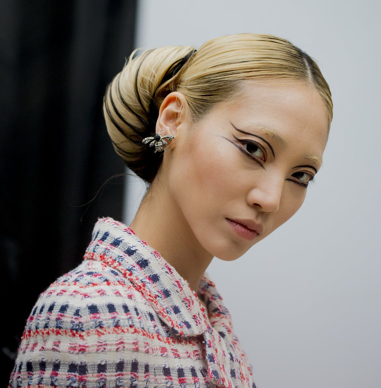 chanel-spring-2016-couture-backstage-kevin-tachman-11