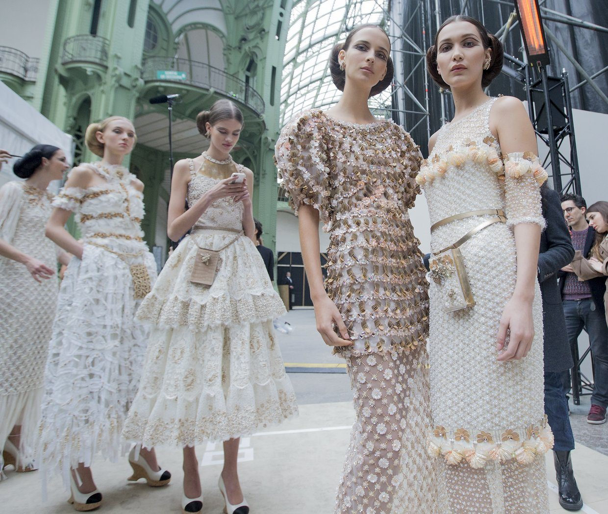 chanel-spring-2016-couture-backstage-kevin-tachman-22