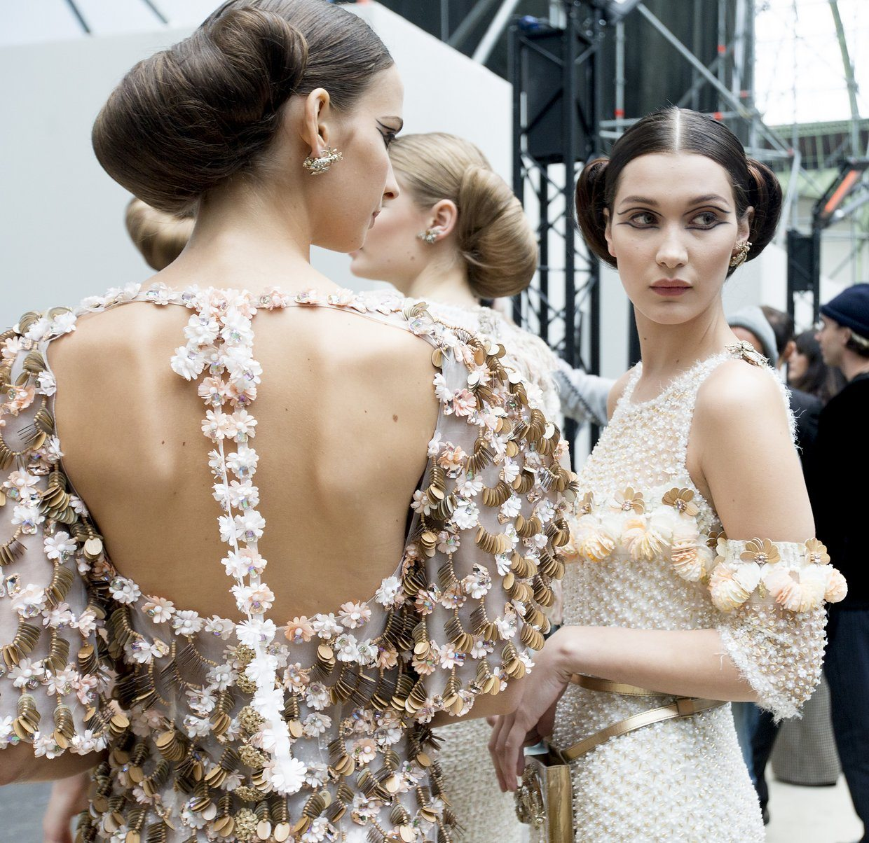 chanel-spring-2016-couture-backstage-kevin-tachman-25