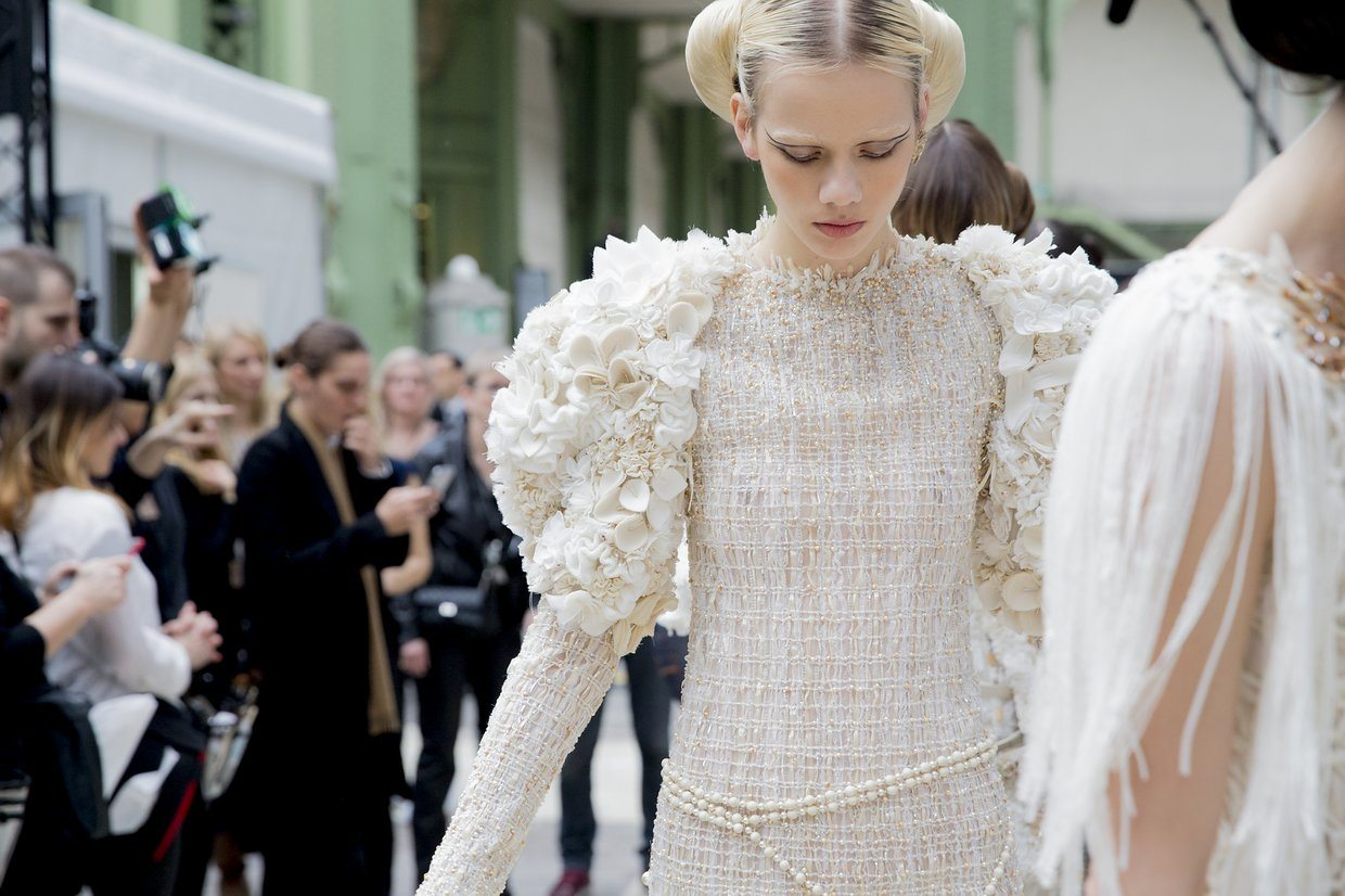 chanel-spring-2016-couture-backstage-kevin-tachman-27