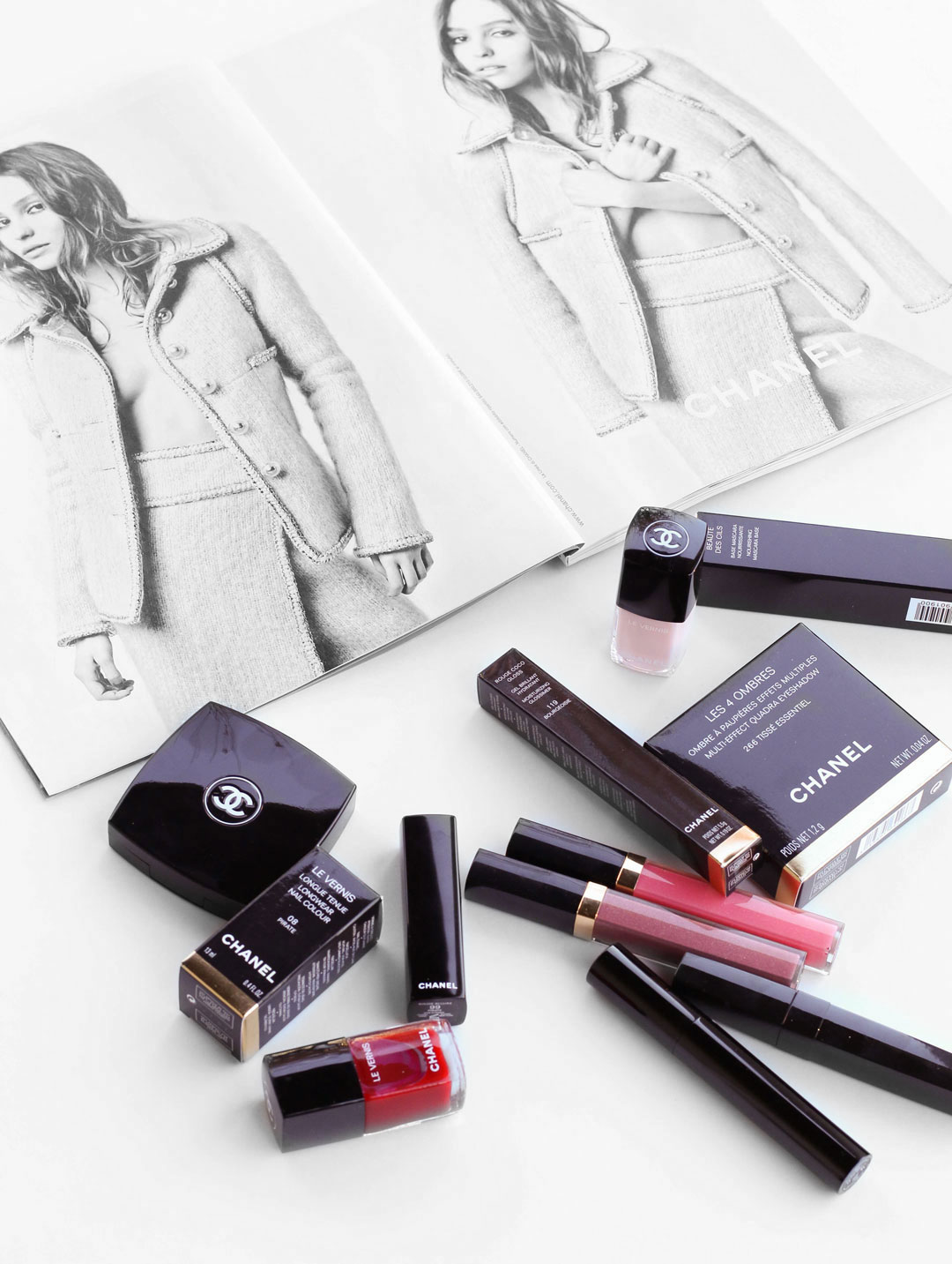 chanel-beauty-review-makeup-lipgloss-eyeshadow-flatlay-rouge-allure-lipstick-coco-gloss