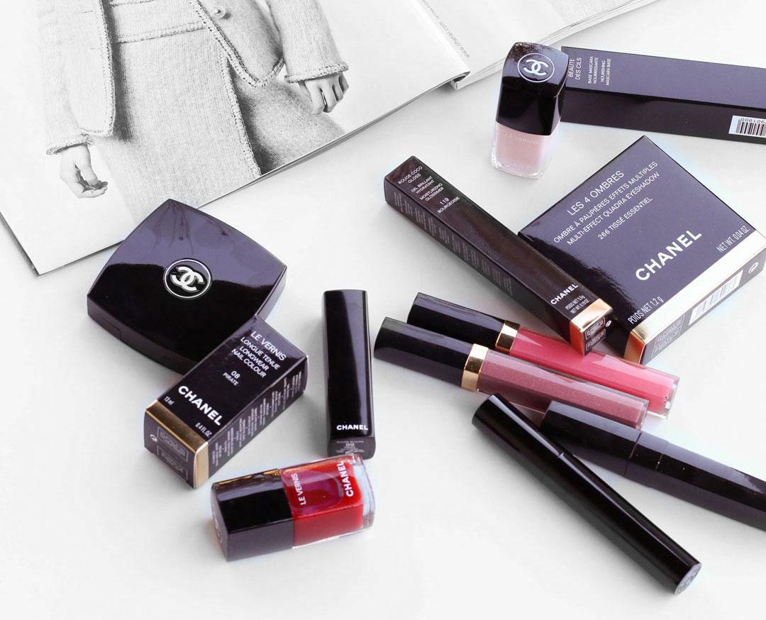 f4e0bcb74 chanel-beauty-review-makeup-lipgloss-eyeshadow-flatlay-rouge-