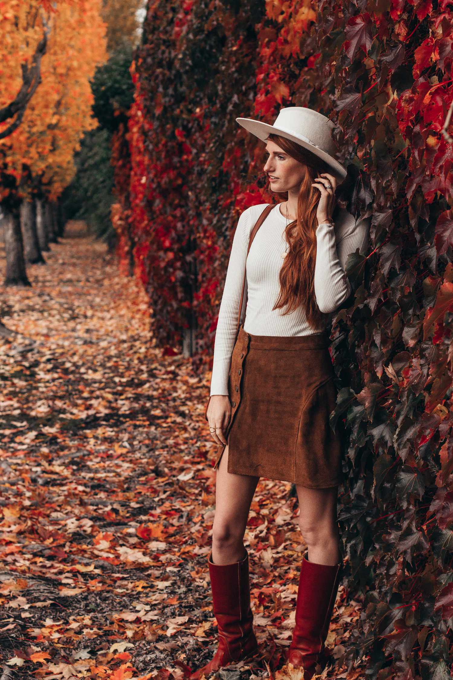 How To Style A Brown And White Outfit For Fall